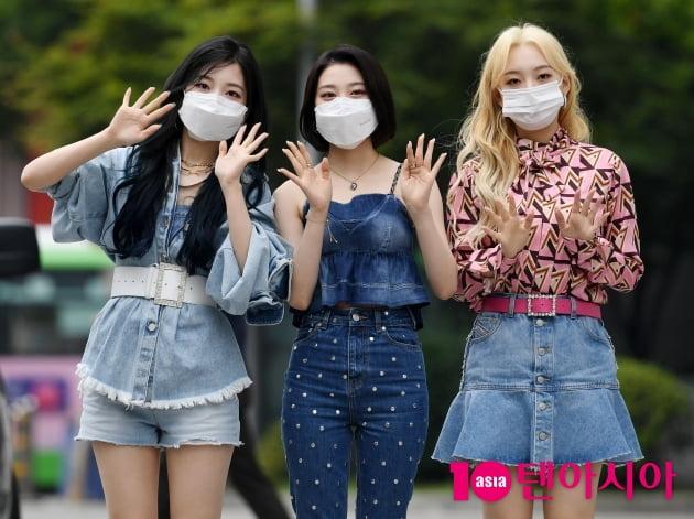 [TEN 포토] 로켓펀치 연희-윤경-소희 '우리가 대표로 왔어요'