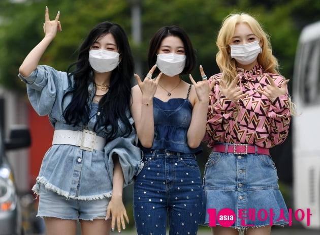 [TEN 포토] 로켓펀치 연희-윤경-소희 '주말에 라디오로 만나요'