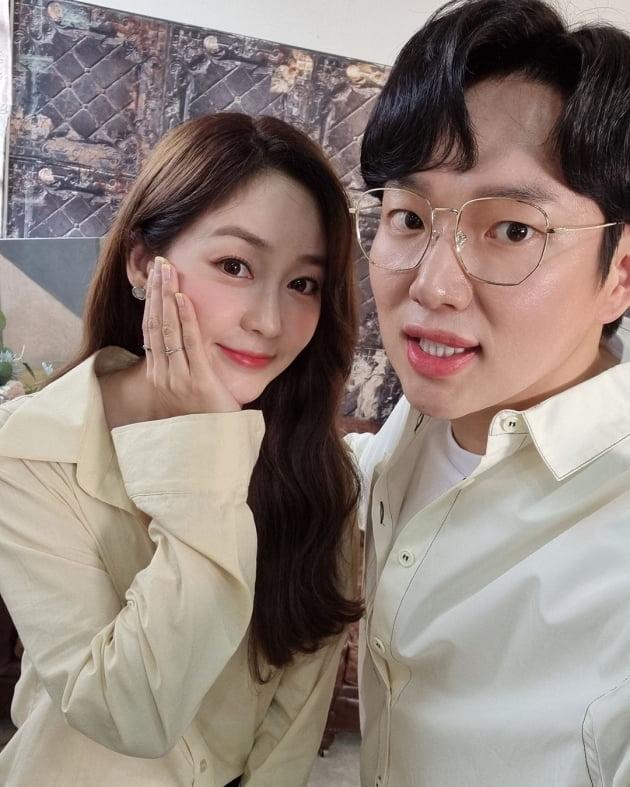 배우 성유리(왼쪽), 방송인 장성규/ 사진=인스타그램