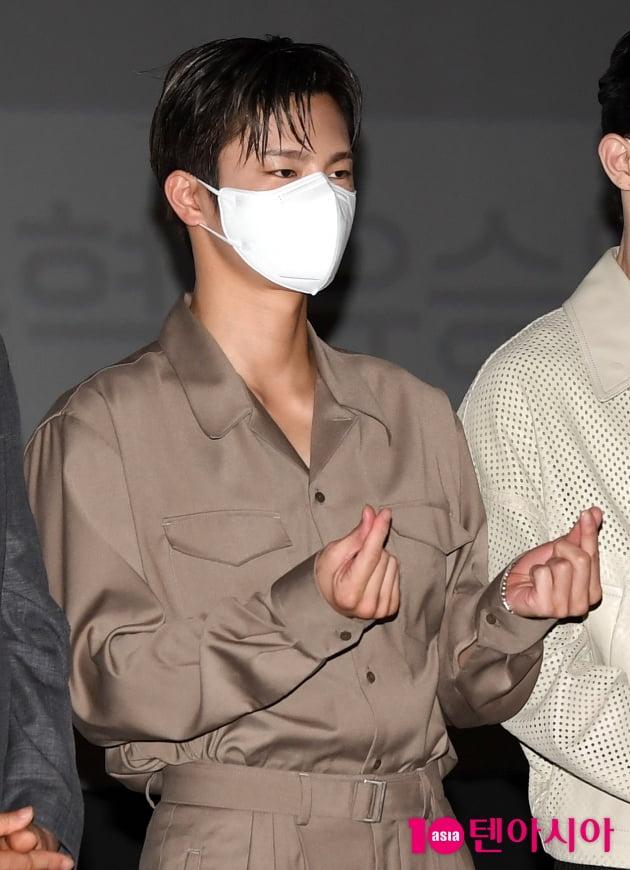 [TEN 포토] 서인국 '심쿵 하트'