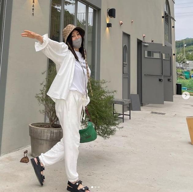 황신혜 '구찌모자보다 눈에띄는 동안 미모'[TEN★]