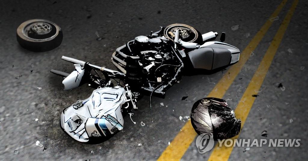 춘천 56번 국도서 오토바이끼리 충돌…2명 사상