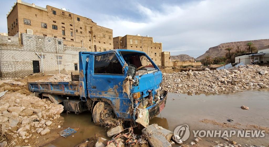 """내전 고통 예멘 수해까지 덮쳐…유엔 """"2만명 피해"""""""
