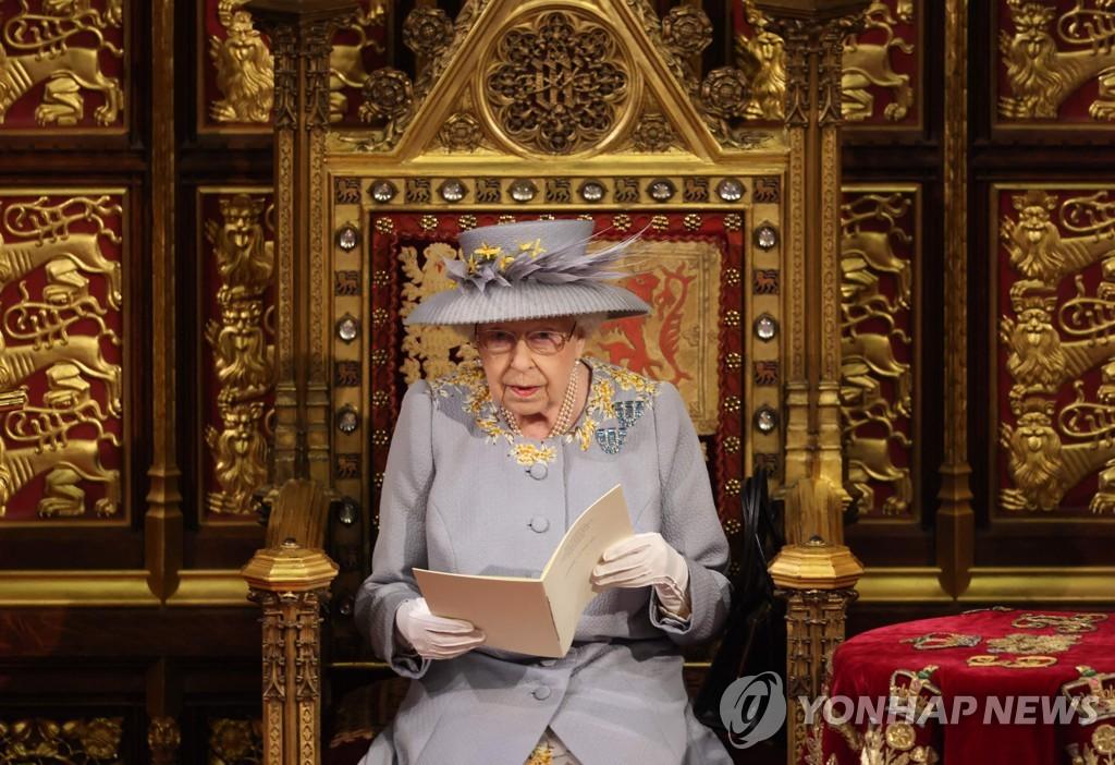 영국 여왕연설…코로나19 회복 위한 평생교육 지원 등 법안 소개
