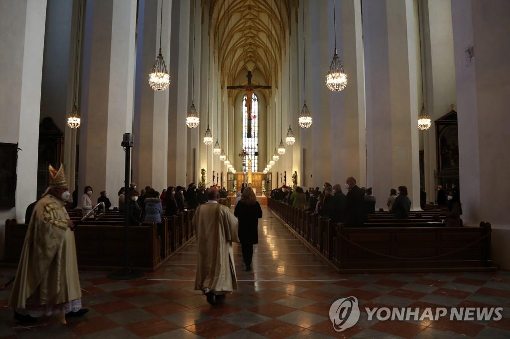 """독일 성당, 교황청 금지에도 동성결합 축복…""""천국 문 열려있다"""""""