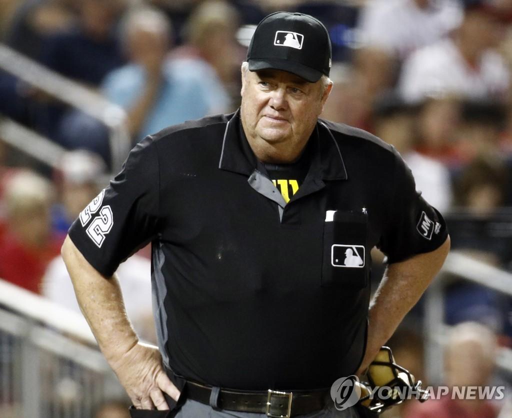 45년간 5천376경기…MLB 조 웨스트 심판, 역대 최다경기 출장