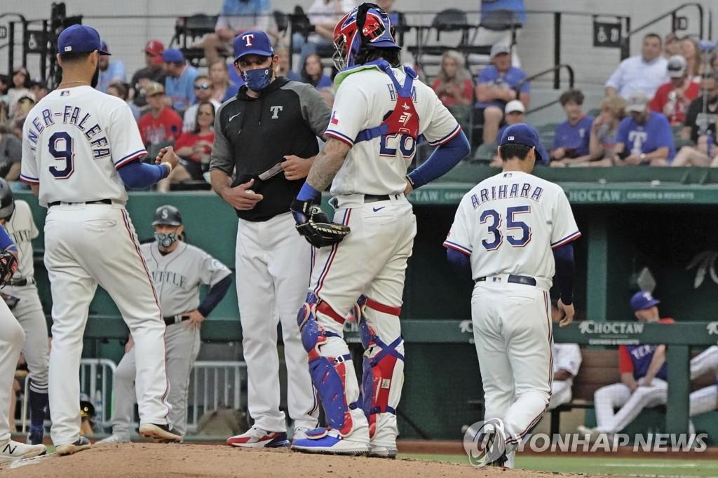 MLB 텍사스 아리하라, 복귀전서도 3⅔이닝 5실점