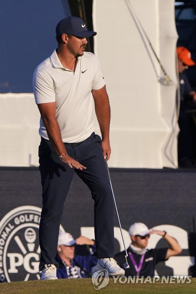 임성재, PGA 챔피언십 2R 공동 7위…미컬슨 공동 선두