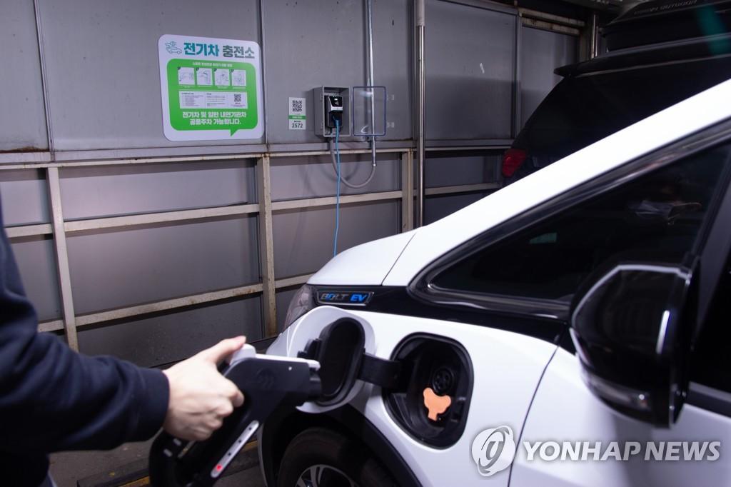 """""""전기차, 내연기관차보다 최대 4.1배 비싸…가격경쟁력 높여야"""""""