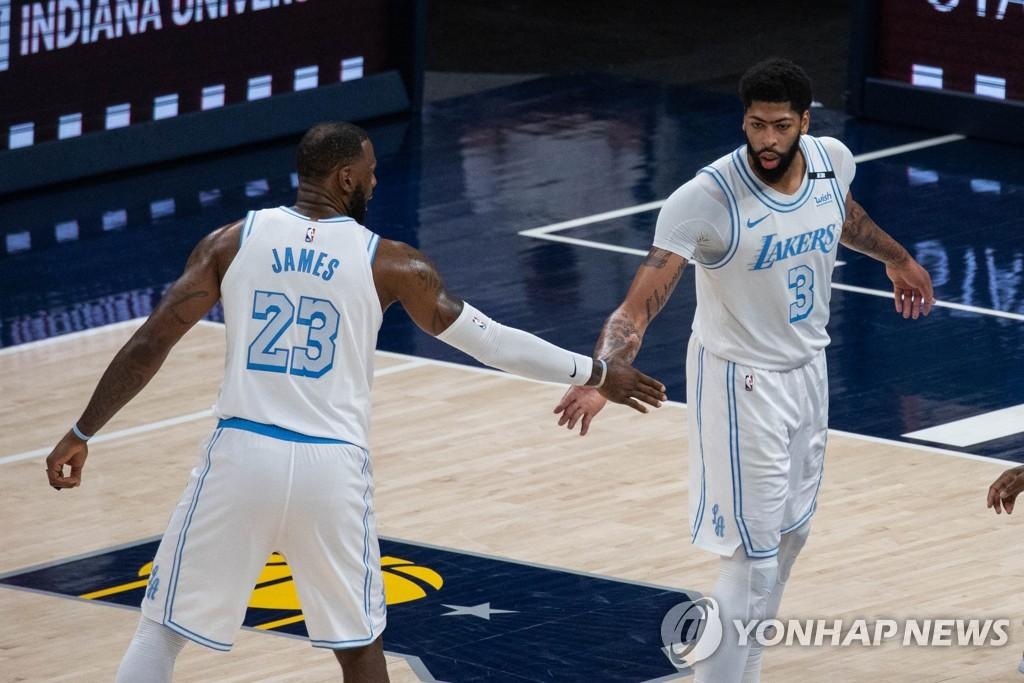 2주 만에 복귀전 제임스 24득점…LA 레이커스, 4연승 질주