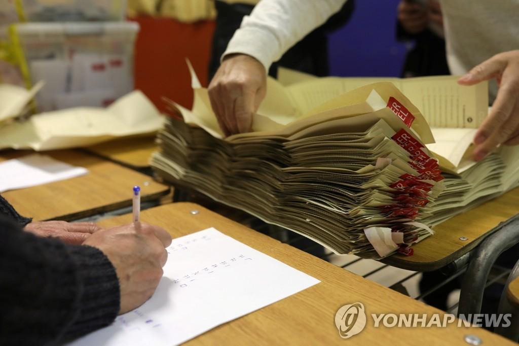 칠레 제헌의회 선거서 우파 여당 열세…무소속 후보들 약진