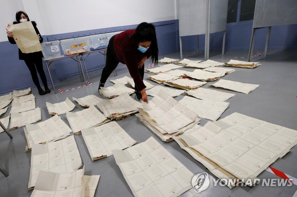 변화 택한 칠레 국민…기성 정치인 대신 무소속에 새 헌법 맡겨(종합)