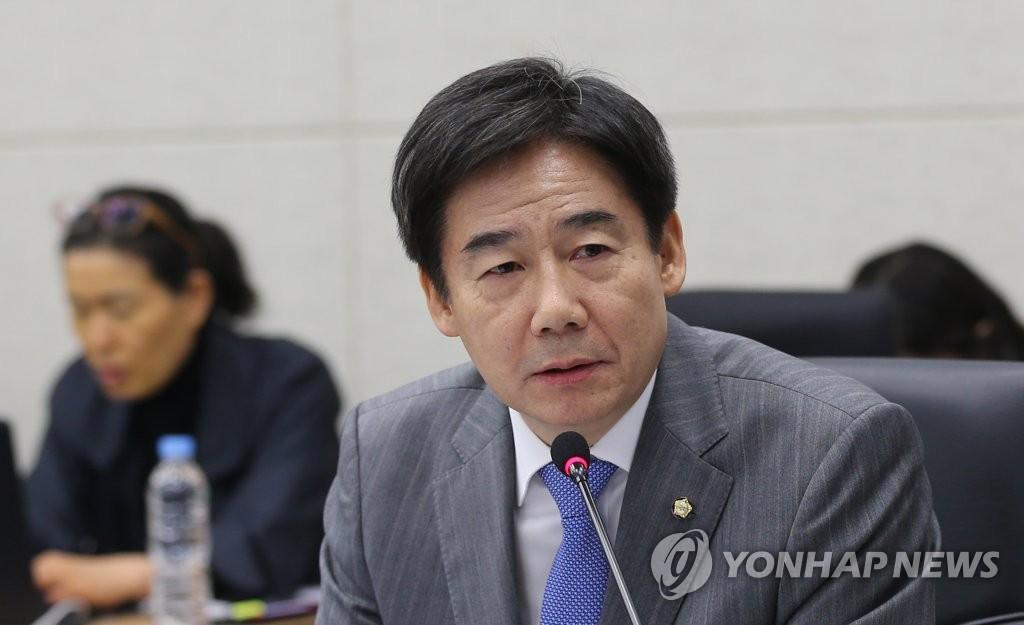 """이용호 """"KBS, 개그콘서트 부활시켜야…공적역할 수행"""""""