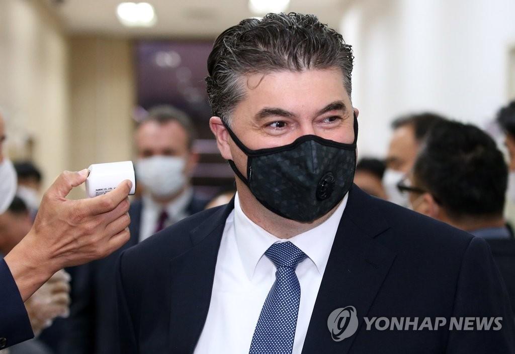 """한국GM 사장 다시 출국정지 처분…검찰 """"항소 위한 조치"""""""