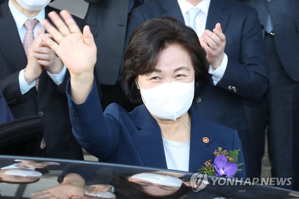"""추미애, '이성윤 공소장' 보도에 """"검찰이 검찰개혁 조롱"""""""