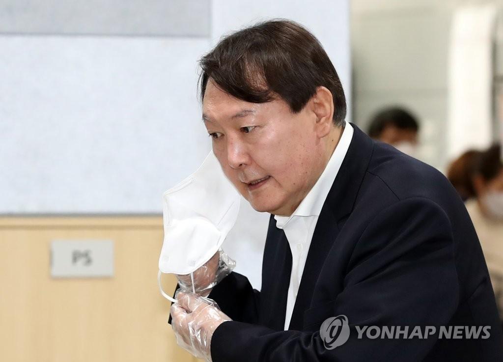 강성 보수도, 여당 이탈층도 머뭇…'샤이 윤석열' 현상?