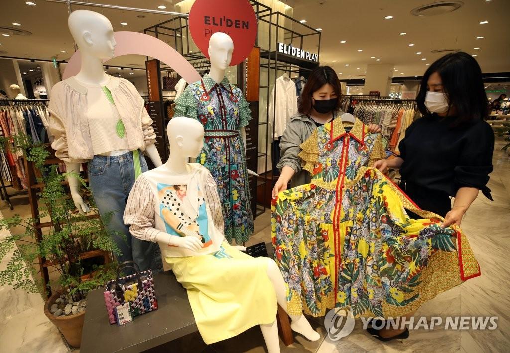 패션업계, 코로나 딛고 '기지개'…1분기 두자릿수 매출 증가율