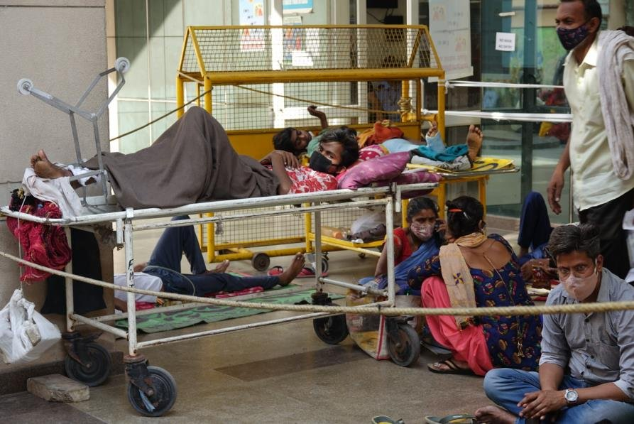 """인도법원 """"산소통 부족 코로나 사망은 집단학살 범죄"""""""