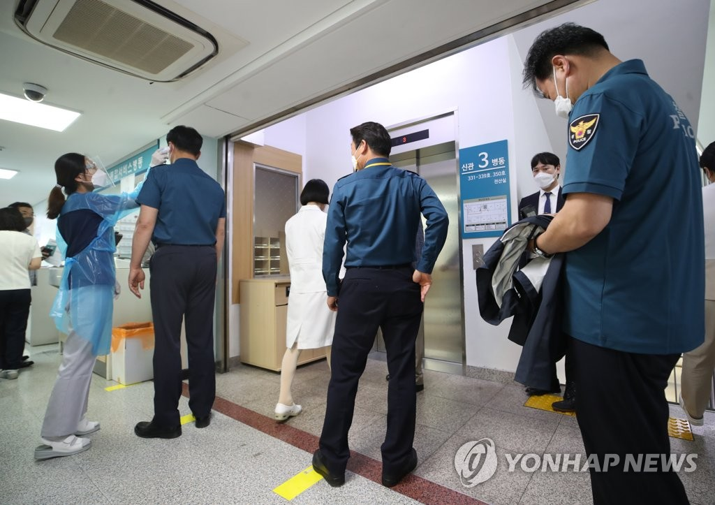 """""""경찰 지휘부가 백신 접종 강요""""…경찰관, 인권위 진정"""