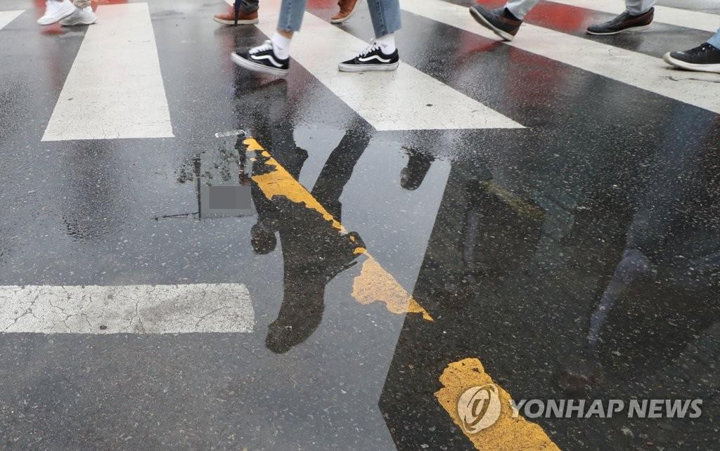 [날씨] 전국 곳곳에서 비…낮부터 차차 맑아져