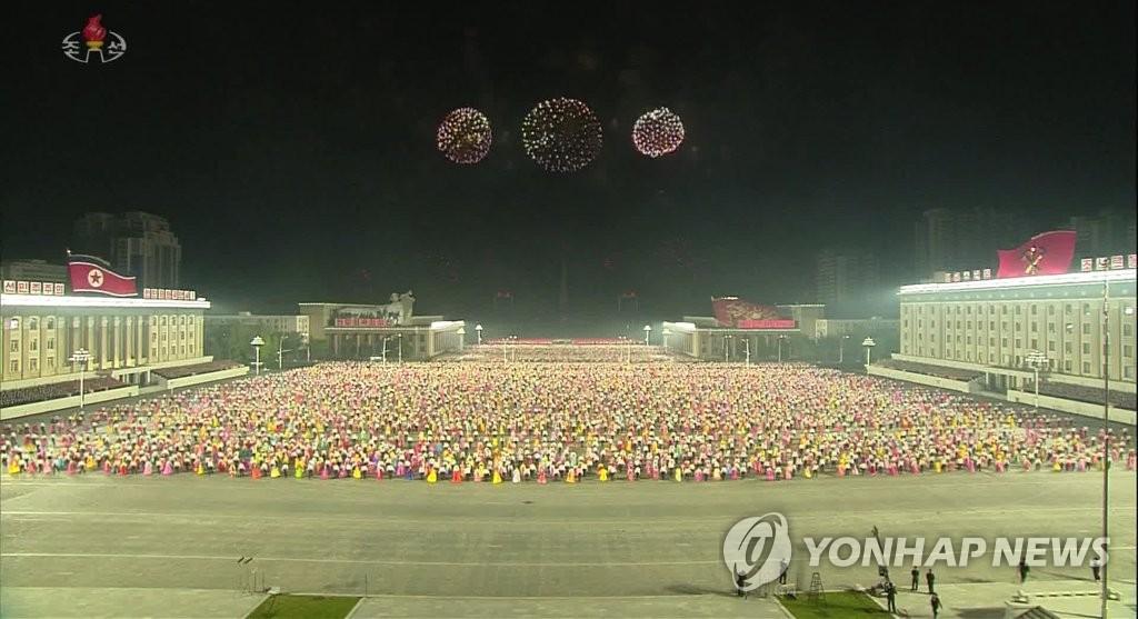 북한, 청년동맹 대회 후 횃불행진…야간무도회에 축포도