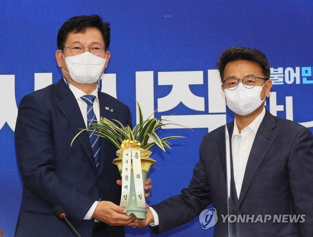 """문대통령, 송영길과 오찬…""""당 화합·당청 협력"""" 당부(종합)"""