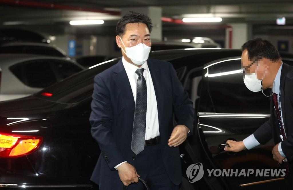 김오수, 퇴임 뒤 법무법인서 월 급여 2천만원 받아