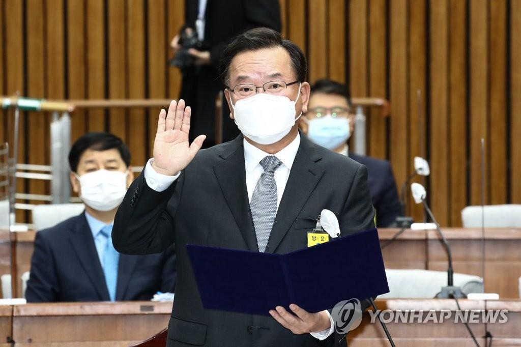 """김부겸, 日 오염수 방류에 """"엄청난 행위…계속 압박할 것"""""""