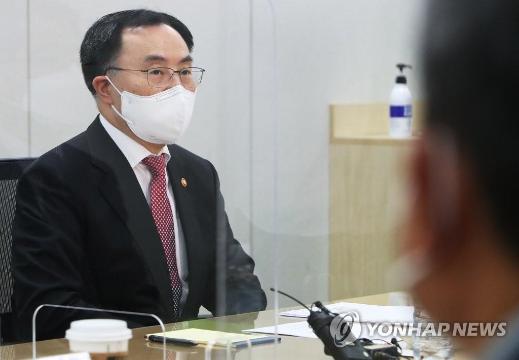 """문승욱 장관, 휴일 마켓컬리 찾아 """"방역은 경제활력의 원동력"""""""
