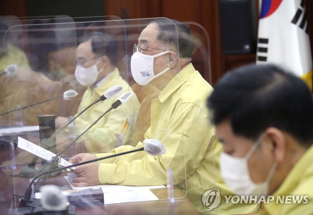 """홍남기 """"확진자수 하향성 횡보…특별방역주간 종료"""""""