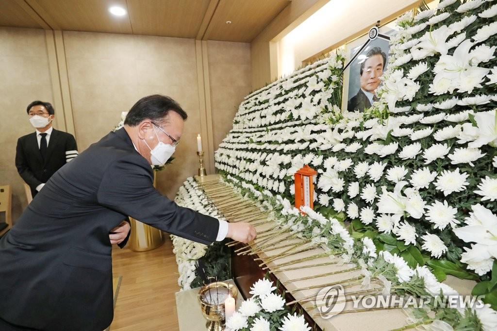 '통합·협치 거목' 이한동 마지막길…반기문·김부겸도 추모