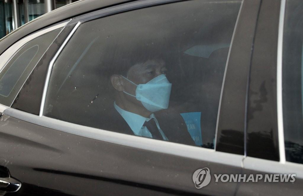 '이성윤 수사심의위' 시작…불법출금 수사 외압 '공방'