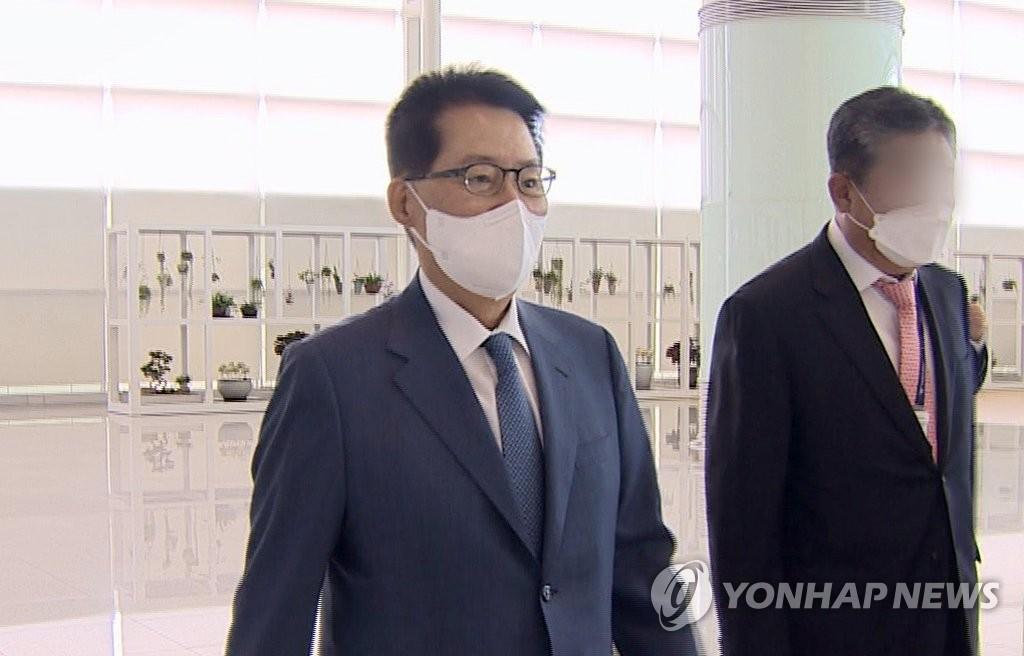 박지원, 日총리 만나…'관계 정상화' 문대통령 구두메시지 전달(종합)