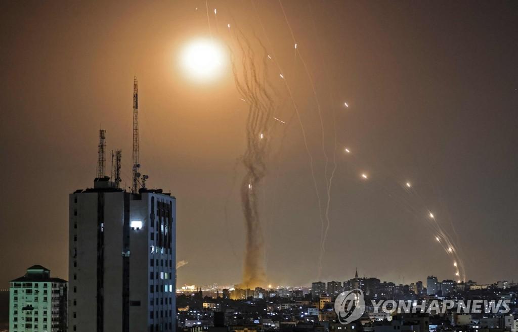 """""""이스라엘 아이언돔, 하마스 동시다발 포격에 방어력 증명"""""""