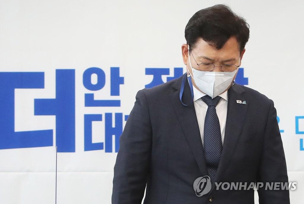 민주, '임박노' 중 1+α 지명철회 요구…靑 수용 기류