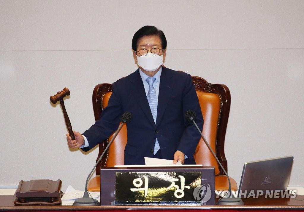 엿새 끈 총리 인준, 1시간만에 속전속결…野 고성 반발