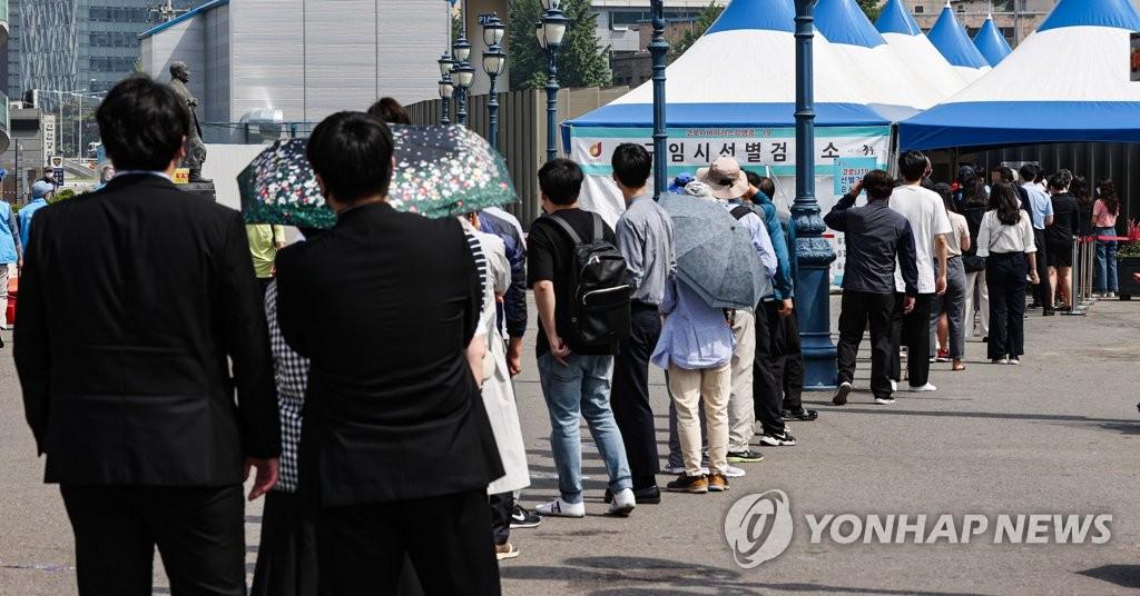 인천서 경제청 확진 공무원 동료 등 17명 코로나19 감염(종합)