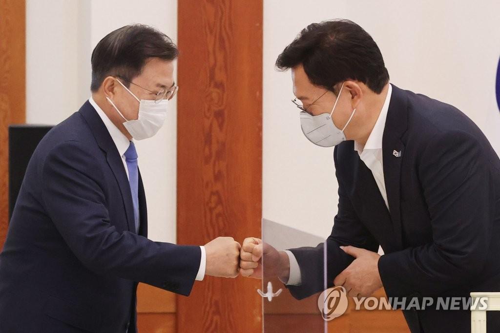 문대통령 면전서 '김부선' '원전협력' 꺼낸 송영길