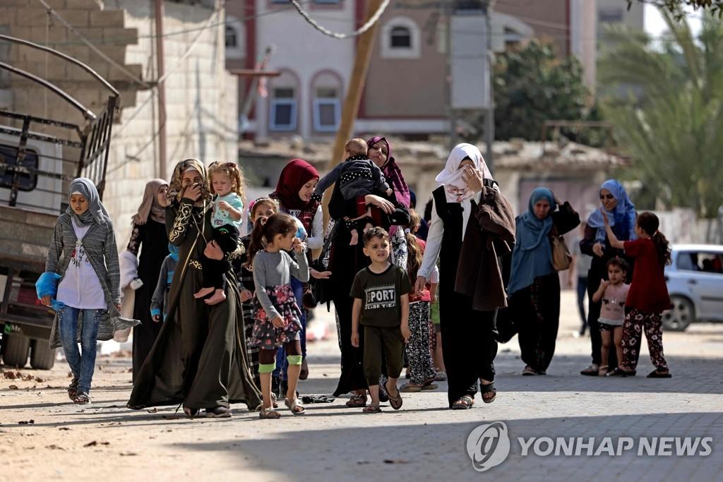 """유엔 """"가자지구 피난민 1만여명""""…전기·물부족에 코로나 우려도"""