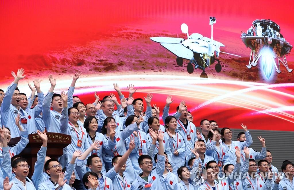 화성 착륙 '공포의 9분' 통과한 中 탐사선…우주굴기 한발 더(종합)