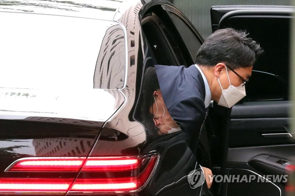 """""""검찰, '이성윤 공소장' 언론에 유출""""…공수처 고발"""