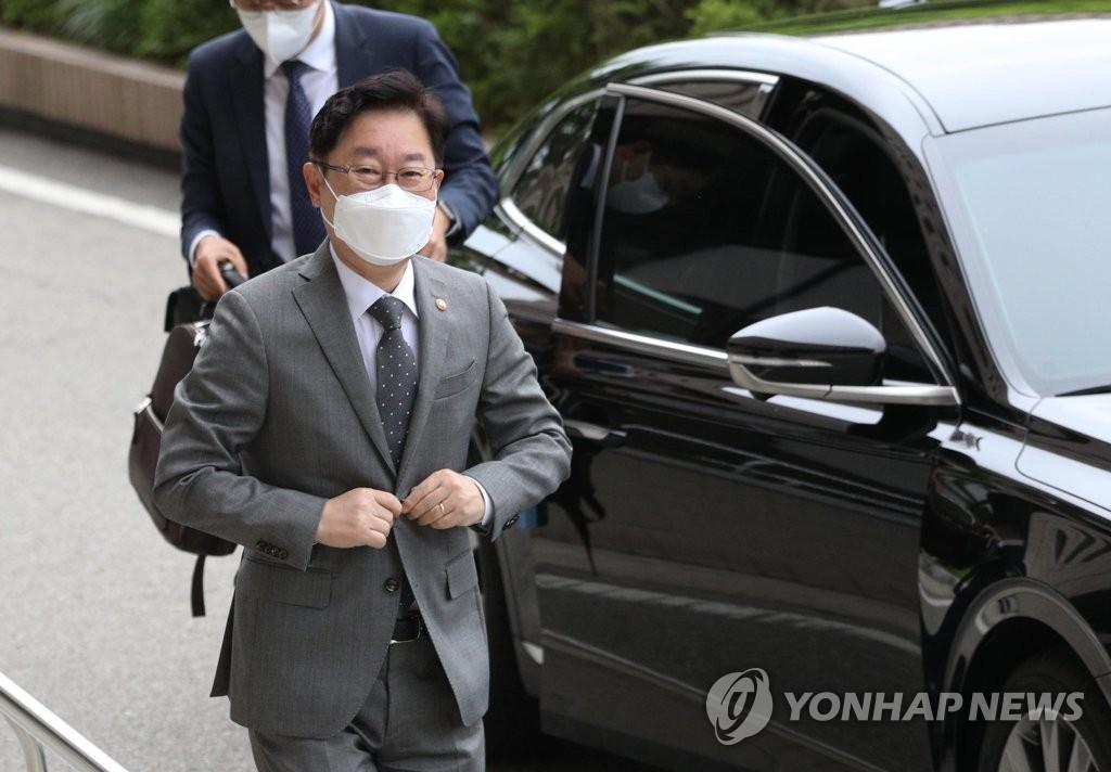 '공소장 유출' 형사처벌까지 가나…檢내부 반발