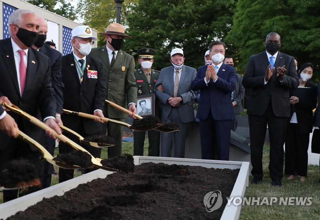 문대통령, 한국전 전사자 기리는 '추모의 벽' 착공식 참석(종합)