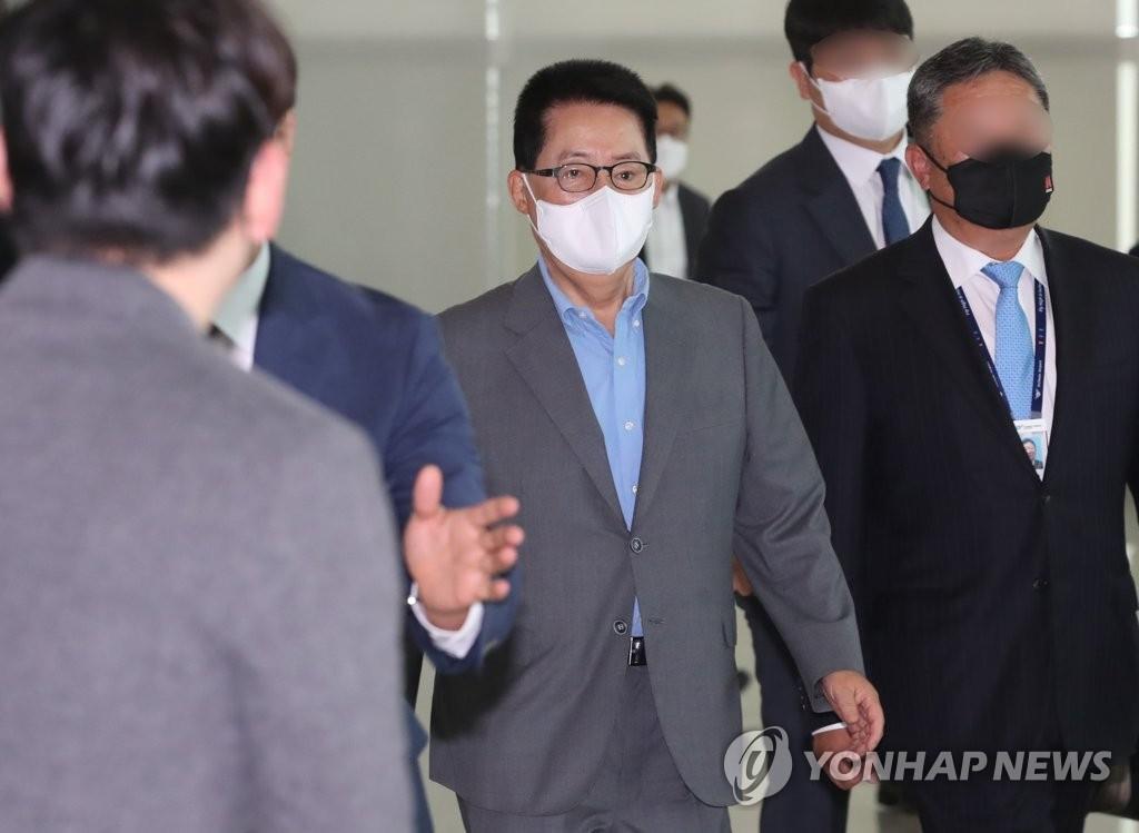 박지원, 미국으로 출국…한미정상회담 후속조치 논의 예상