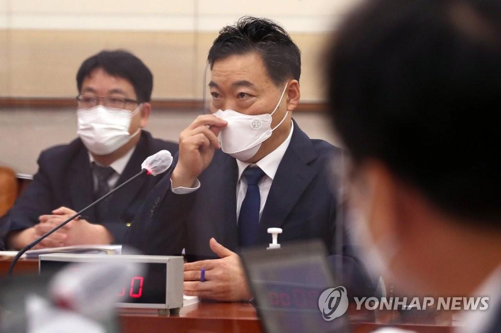 """김오수 """"조국 특별수사팀에 윤석열 빼자고 안했다"""""""