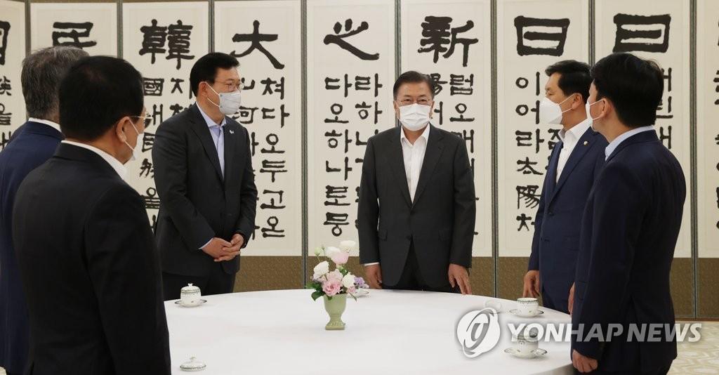 '방미성과 공유' 취지 무색…신경전 이어진 靑 회동