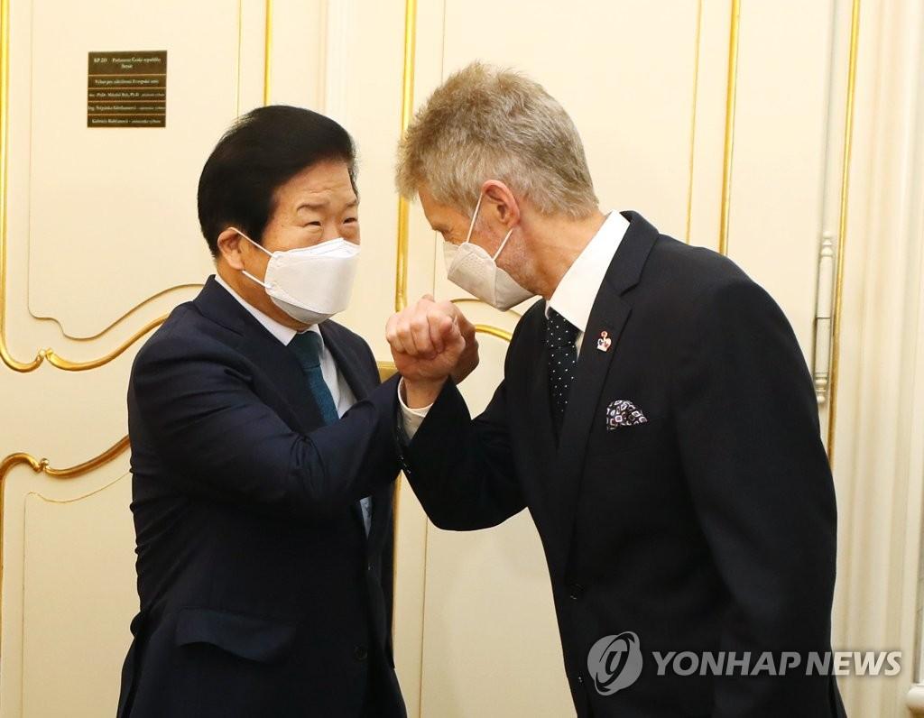 박의장, 러·체코 순방 마치고 귀국길…코로나속 협력 강화
