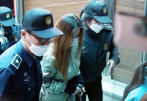 법정으로 향하는 구미서 숨진 여아 생모 (사진=연합뉴스)