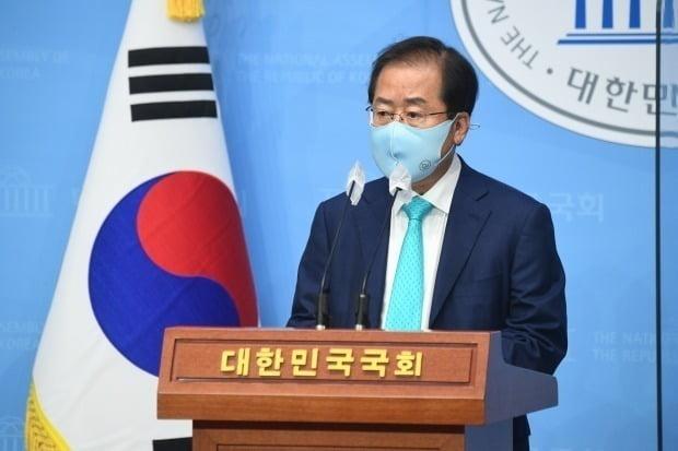 지난 10일 무소속 홍준표 의원이 서울 여의도 국회 소통관에서 국민의힘 복당 관련 기자회견을 하는 모습. /사진=연합뉴스