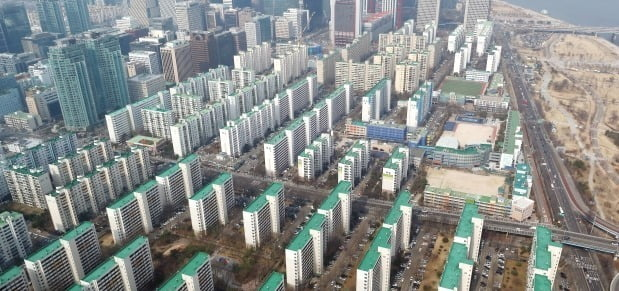 서울 영등포구 63아트에서 바라본 서울 일대 아파트 단지 모습. /뉴스1
